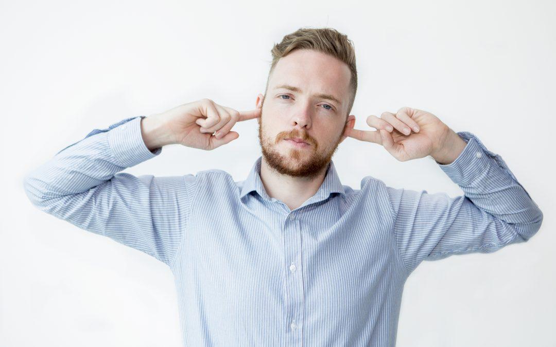 Saper ascoltare: 8 comportamenti da evitare per diventare più efficace